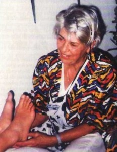 Ashirda dando un masaje en los pies - Ashirda giving foot massage